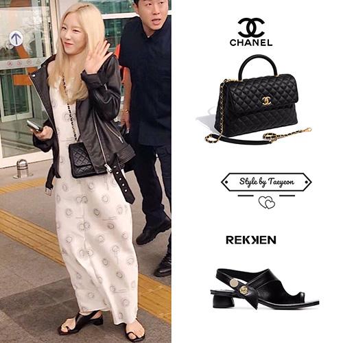 Nhìn set đồ đen trắng của thành viên SNSD có vẻ đơn giản. Thực tế, Tae Yeon dùng toàn hàng hiệu như áo khoác giá 585 USD, túi Chanel.