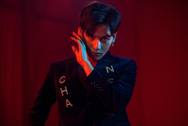 Ali Hoàng Dương vừa cho ra mắt MV chính thức Xinh lung linh sau nhiều lần nhá hàng khiến fan tò mò. Đây là một sáng tác của nhạc sĩ Lưu Thiên Hương, cũng là single mở đầu cho album đầu tay thực hiện sau 2 năm hoạt động nghệ thuật.