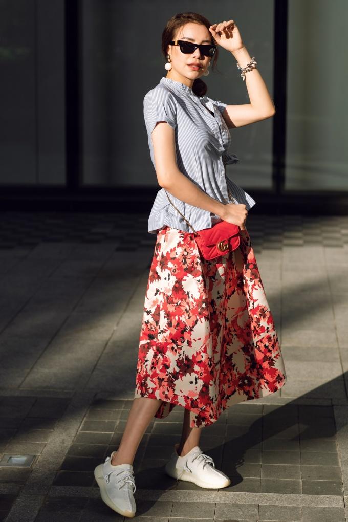 <p> Trà Ngọc Hằng cho biết là phụ nữ dù bận rộn với công việc nhưng đừng quên phải chăm sóc bản thân và làm đẹp hàng ngày.</p>