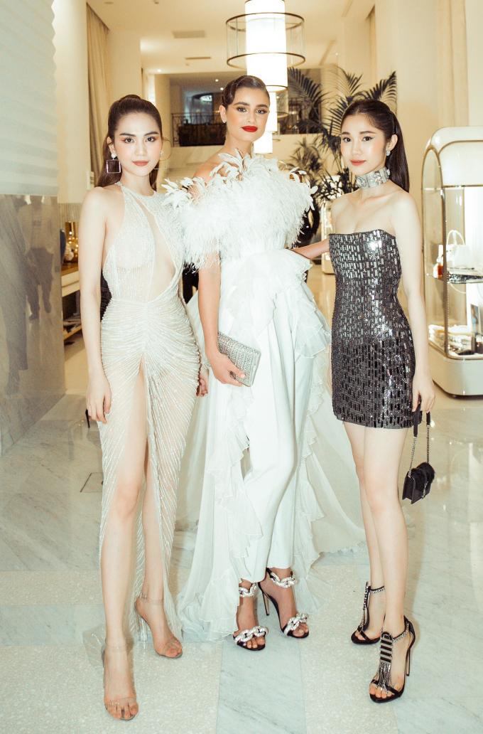 <p> Ngọc Trinh, Quỳnh Hương đọ dáng bên thiên thần Victoria's Secret Taylor Hill.</p>