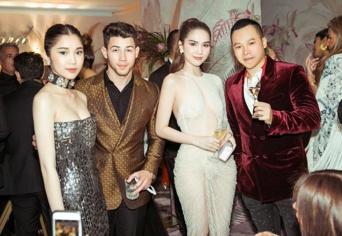 <p> Ngọc Trinh, Quỳnh Hương và Vũ Khắc Tiệp có dịp gặp gỡ, trò chuyện cùng vợ chồng Nick Jonas.</p>