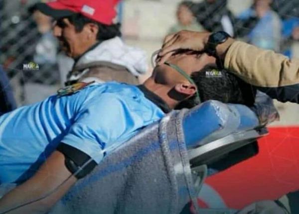 Trọng tài Victor Hugo Hurtado được nhân viên y tế cứu trợ và đưa cấp cứu nhưng không qua khỏi.