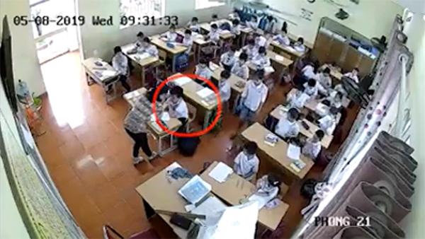 Hình ảnh cô giáo Trang đánh học sinh trong giờ kiểm tra ngày 8/5. Ảnh cắt từ clip