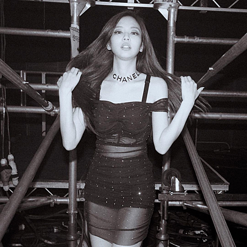 Jennie gây sốt với khoảnh khắc diện váy xuyên thấu sexy