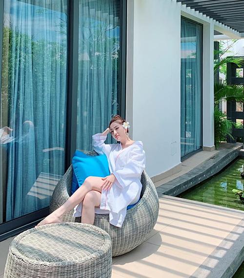 Bảo Thy xa Việt Nam cả chục ngày để đi nghỉ dưỡng.