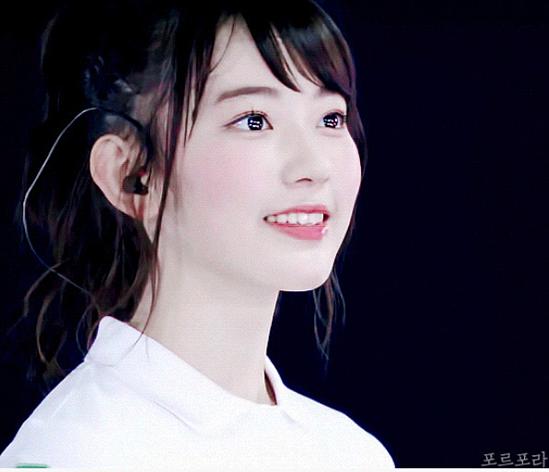Ngoại hình trong veo của Sakura khi hoạt động ở Nhật Bản.