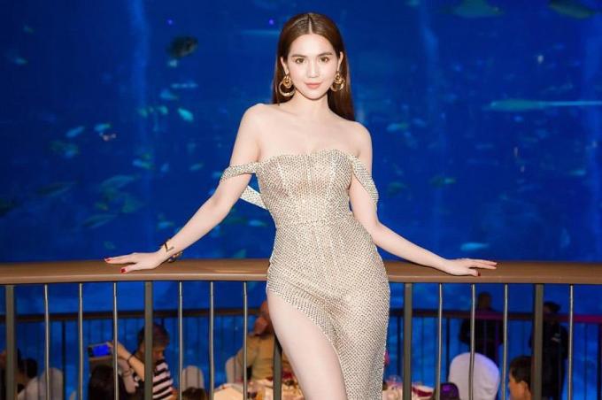 <p> Lớp váy mỏng dính làm lộ nội y của Ngọc Trinh.</p>