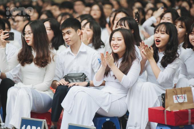 <p> Sáng 22/5, THPT Phan Đình Phùng (Hà Nội) tổ chức bế giảng năm học 2018 - 2019.</p>