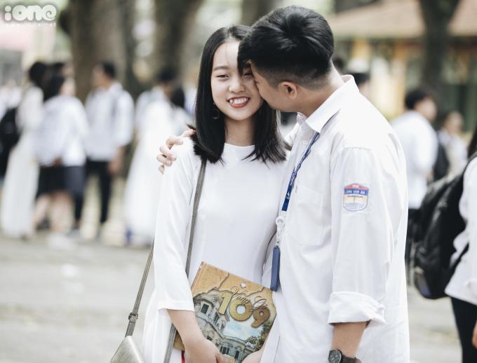<p> Nụ hôn tuổi học trò.</p>