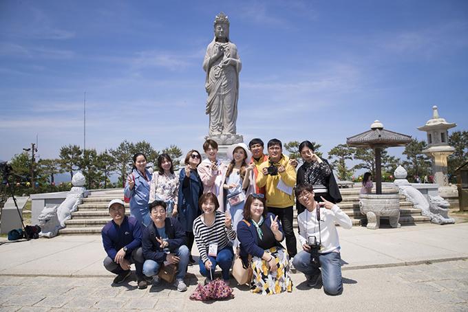 <p> Nơi Trang Pháp - Lục Huy đến là tỉnh Gangwon - nơi diễn ra Thế vận hội mùa đông 2018. Họ được đi đến những địa danh chưa từng đặt chân tới.</p>