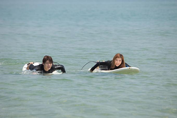 <p> Ngày cuối cùng ở tỉnh Gangwon, Trang Pháp - Lục Huy cùng nhau trải nghiệm lướt ván trên biển.</p>