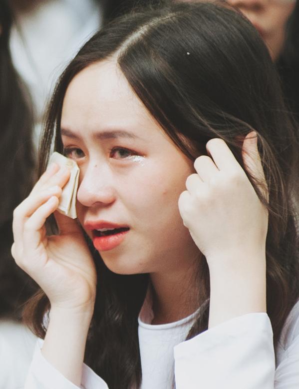 Bế giảng trường Phan Đình Phùng: Thầy cô cũng khóc