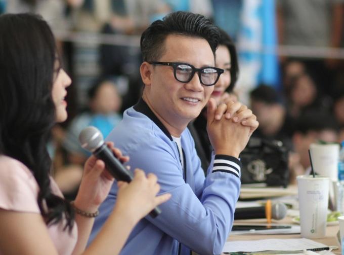 <p> Ca sĩ Hoàng Bách cũng là giám khảo cùng Thu Quỳnh.</p>