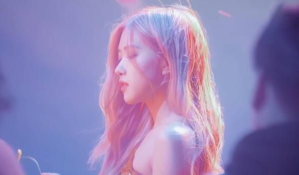 Video trang điểm của Rosé (Black Pink) khiến fan cãi nhau tơi bời khói lửa - 2