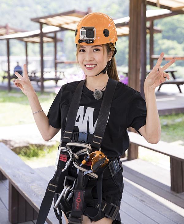 <p> Ngày thứ tư, Trang Pháp chọn trải nghiệm bộ môn Zip Line đu dây trên cao ở Công viên bờ sông Inje.</p>