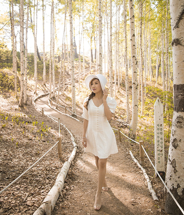 <p> Cô còn được đặt chân đến khu rừng bạch dươngWondaeri - nơi các ca sĩ Kpop thường chọn để quay MV.</p>