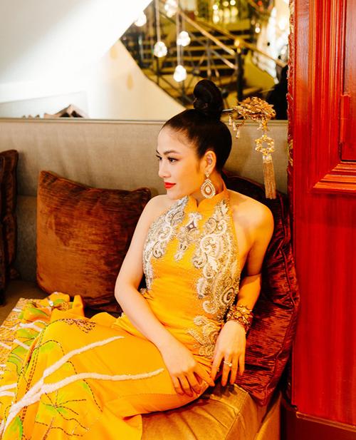 Tuyết Nga cho biếtmuốn mang những vẻ đẹp văn hóa, tinh thần dân tộc vào trang phục mà mình sẽ mặc.