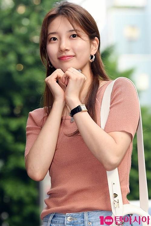 Mặt mộc không tì vết của Suzy khiến netizen trầm trồ - 1