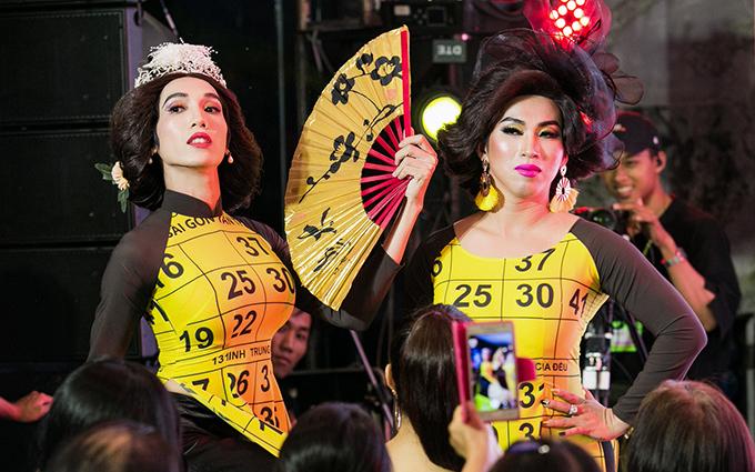<p> Dương Thanh Vàng và Lộ Lộ giả gái và có màn gọi lô tô vui nhộn tại sự kiện.</p>