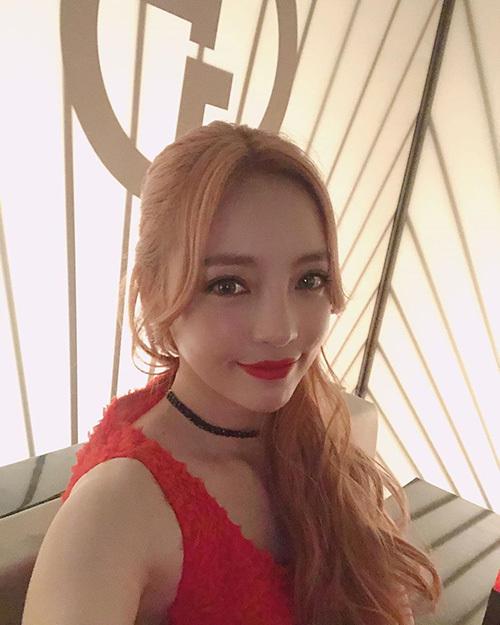 Ngoại hình của nữ ca sĩ bị netizen soi mói.