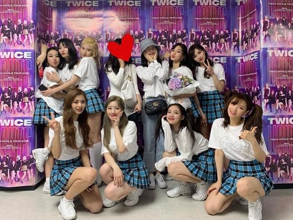 Ye Rin (G-Friend) đến cổ vũ concert của Twice.