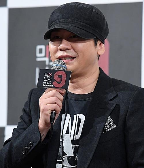 Kể từ saubê bối Burning Sun và Seung Ri (cựu thành viên Big Bang) xảy ra, chủ tịch Yang nhận nhiều chỉ trích từ dư luận Hàn do khâu quản lý nghệ sĩ yếu kém. Ông cũng đã trải qua một cuộc điều tra đặc biệt về thuế do Văn phòng dịch vụ thuế quốc gia Seoul tiến hành.