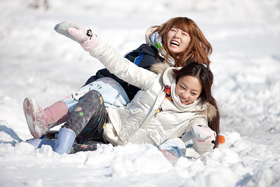 Hyun Ah và Goo Hara cực kỳ thân thiết trên show.