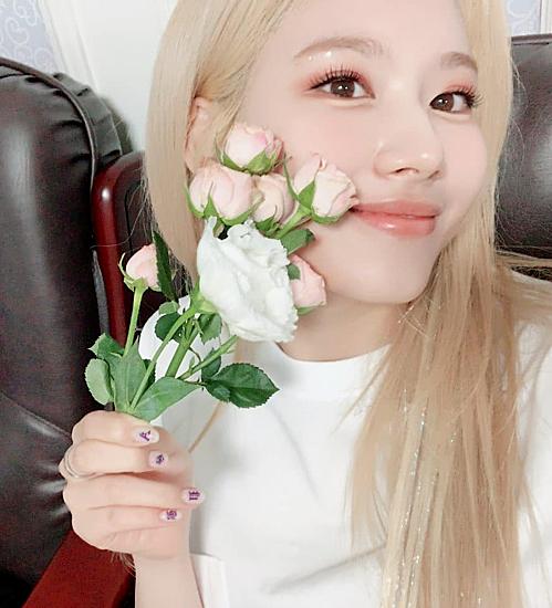 Sana đăng ảnh mới lên Instagram, thể hiện tâm trạng vui vẻ sau concert.