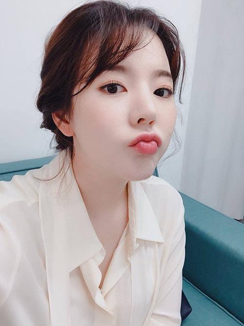 Sunny có sự nghiệp yên bình và thành công rực rỡ với SNSD. Cô nàng thường xuyên tham gia các show giải trí, làm MC. Khi có thời gian rảnh, nữ ca sĩ sang Mỹ để gặp gỡ gia đình. Điều duy nhất khiến các fan lo lắng là Sunny vẫn chưa có người yêu dù đã 30 tuổi.