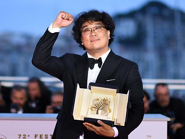 Bong Joon Ho làm nên lịch sử, mang về Cành cọ vàng đầu tiên cho Hàn Quốc.