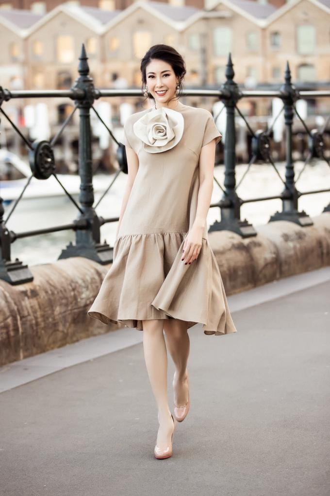 <p> Phom váy đám mây với những đường cắt tạo phom sắc sảo giúp Hà Kiều Anh khoe vẻ đẹp sang trọng.</p>