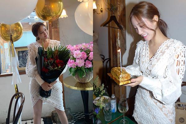 Hyo Min đón sinh nhật sớm với bữa tiệc hoành tráng cùng bạn bè. Cô nàng nhận được chiếc bánh dát vàng.
