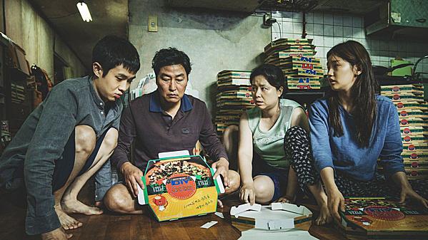 Bong Ho tiết lộ kịch bản phim được ông viết trong tiệm cafe, vừa ngồi vừa lắng nghe tiếng ồn từ đô thị.