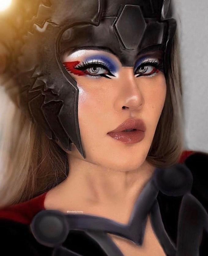 <p> Qua tay nghề của Kim, những siêu anh hùng trở nên nữ tính, quyến rũ hơn. Mỗi nhân vật, cô mất khoảng 2-3 tiếng để hoàn thiện, tùy vào độ khó. Các phụ kiện như áo giáp cũng được vẽ trực tiếp lên người. Còn những chi tiết phức tạp hơn như mũ sắt, Kim làm bằng giấy rồi sử dụng thủ thuật trang điểm và photoshop để hình ảnh giống thật, sinh động hơn.</p>