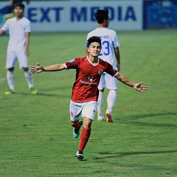 Martin Lo là cầu thủ Việt kiều thứ 2 được triêu tập sau Đặng Văn Lâm.
