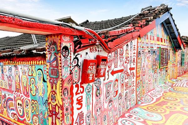 Hình ảnh đầy sắc màu tại ngôi làng Cầu Vồng - 10