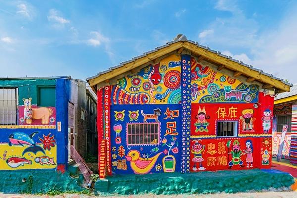 Hình ảnh đầy sắc màu tại ngôi làng Cầu Vồng - 1
