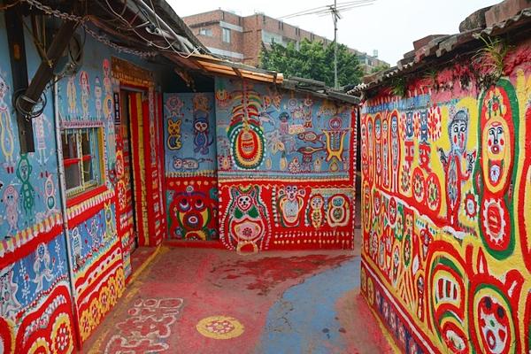 Hình ảnh đầy sắc màu tại ngôi làng Cầu Vồng - 5