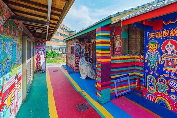 Hình ảnh đầy sắc màu tại ngôi làng Cầu Vồng - 6