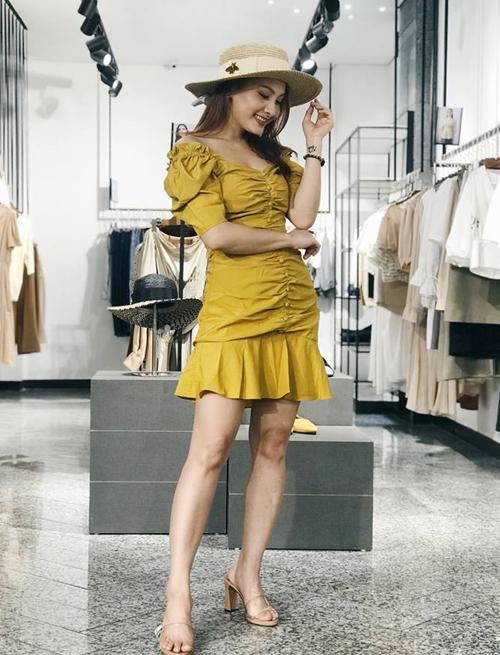Về nhà đi con là bộ phim truyền hình đang gây chú ý.Bảo Thanh vàovai Thư - một cô gái có phong cách công sở khá sành điệu. Trong phim, Bảo Thanh diện nhiều mẫu váy thiết kế trẻ trung, nữ tính, được nhiều khán giả yêu thích và lùng mua theo.