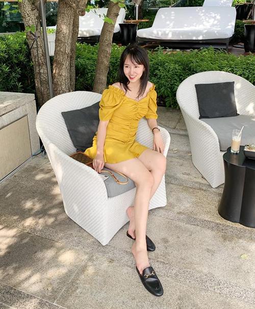 Nhiều cô gái khoe vẻ rạng rỡ trong mẫu váy rất tôn da được Bảo Thanh diện.