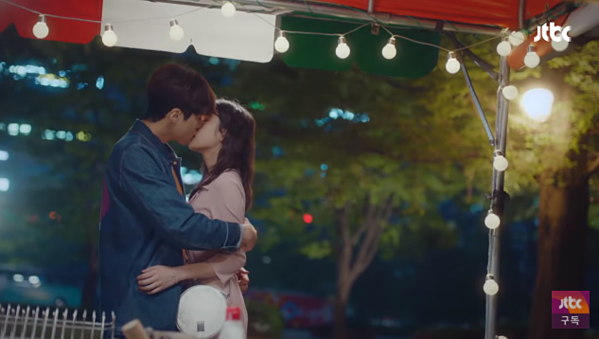 Những cảnh hôn lãng mạn củaKim Seon Ho và Moon Ga Young.