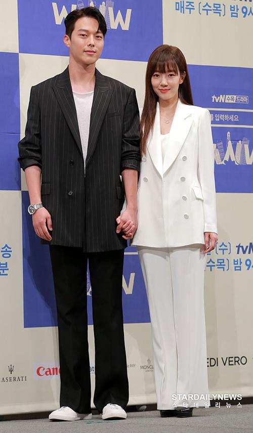 Im Soo Jung lớn hơn nam chính Jang Ki Yong 13 tuổi. Các nhà làm phim Hàn liên tục đưa lên phim những câu chuyện tình yêu giữa trai trẻ - chị đẹp.