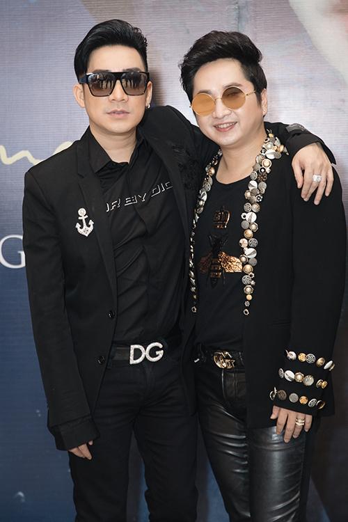 Chúc mừng nam ca sĩ tái xuất có nhiều đồng nghiệp thân thiết như Quang Hà.