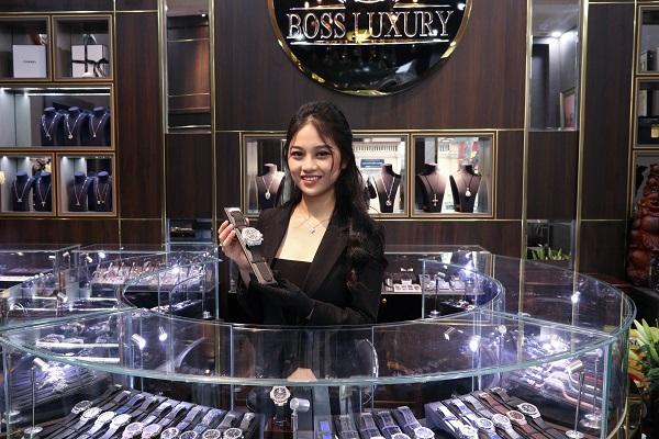 Truy cập bossluxury.vn hoặc hotline 0889.60.60.60 và tới trực tiếp cửa hàng Boss Luxury tại địa chỉ 60 Ngô Quyền, Hoàn Kiếm, Hà Nội để sở hữu đồng hồ Hublot chính hãng.