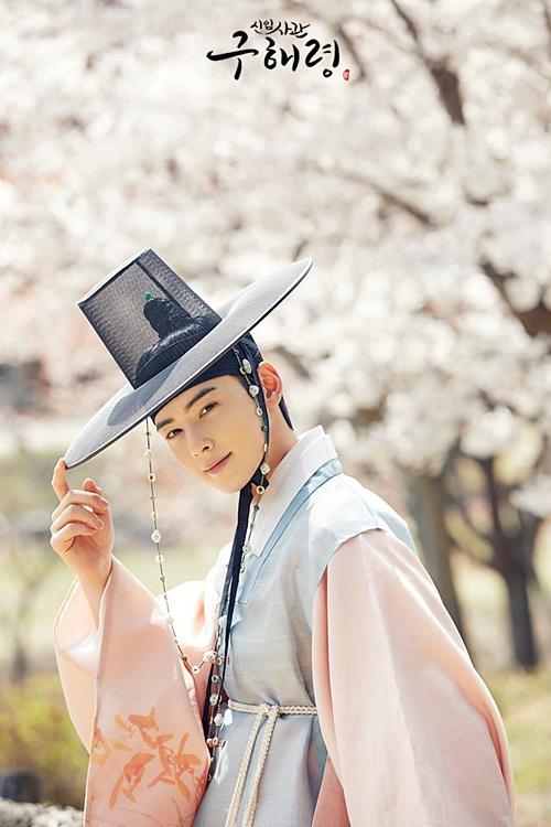 Mỹ nam truyện tranh Cha Eun Woo cũng rất hợp với hình tượng cổ trang.