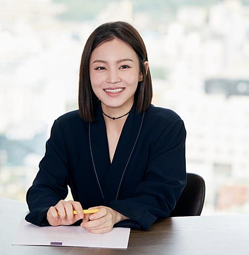 Lee Hi tại họp báo comeback cách đây ít giờ.