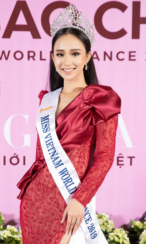 Hương Trà bất ngờ hé lộ lý do tham gia Miss World Vietnam 2019 và muốn kế nhiệm Hoa hậu Tiểu Vy trong cuộc đua nhăn sắc năm nay.