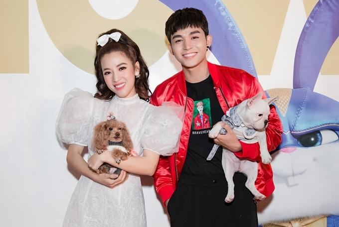 <p> Puka hội ngộ cùng Jun Phạm. Nam ca sĩ cũng mang thú cưng theo nên thảm đỏ ra mắt phim thêm phần sôi nổi.</p>