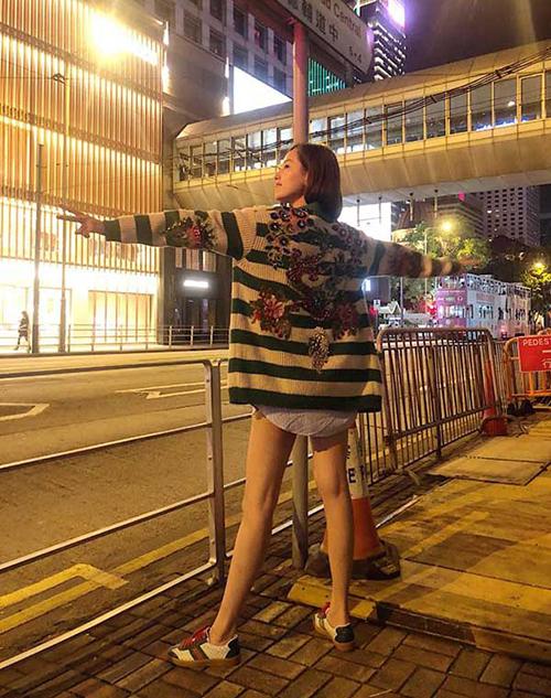 sắm chiếc áo len con công thương hiệu Gucci có giá 11 nghìn USD (khoảng 240 triệu đồng) chỉ để khoác đi dạo và chưa có ai ở Việt Nam sở hữu.
